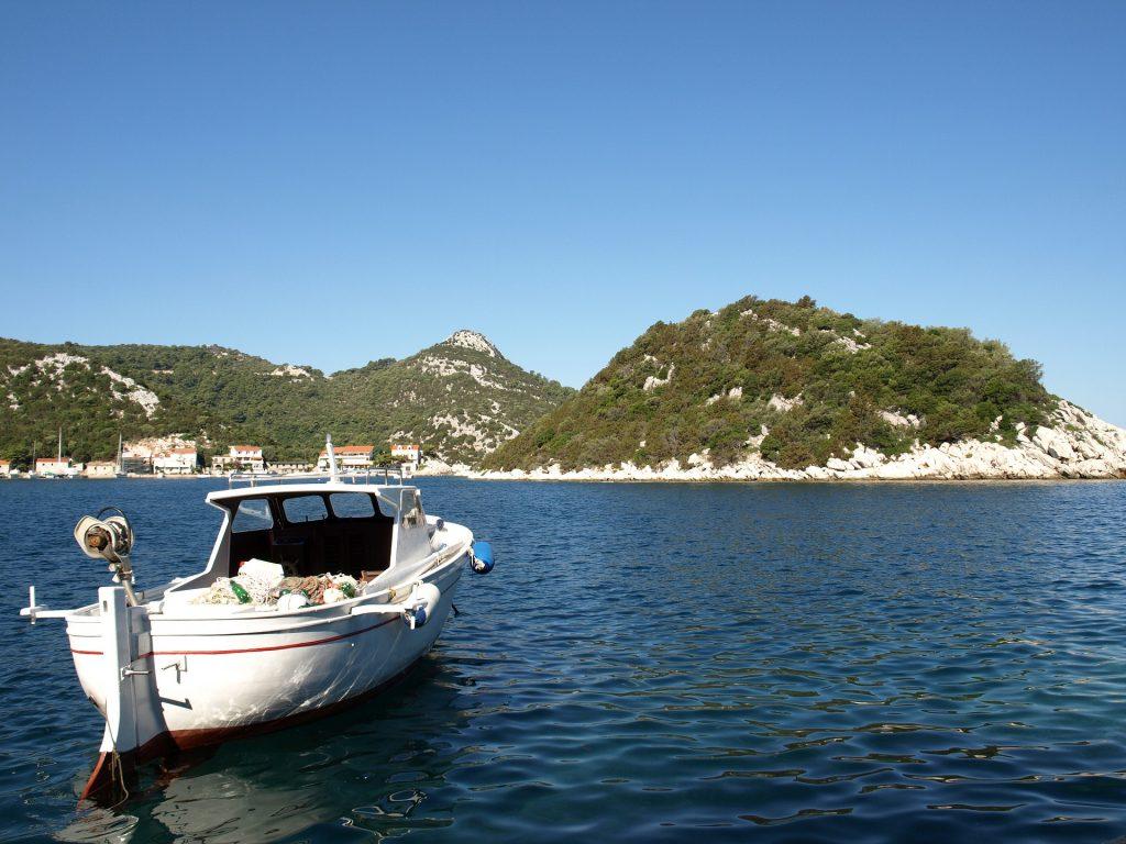 Barque au large de l'île de Lastovo