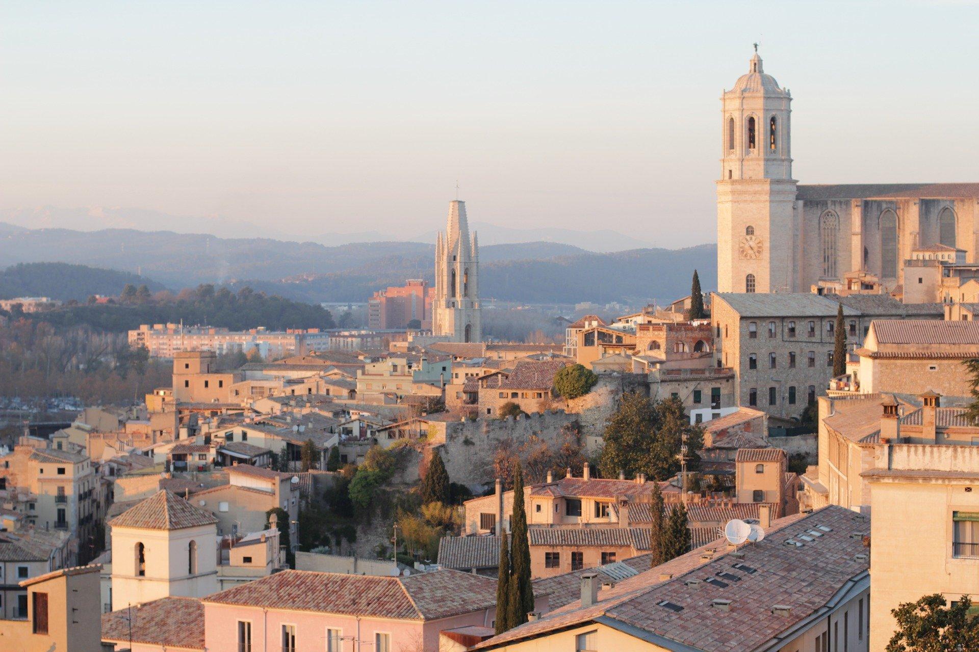 Panorama sur l'ancienne ville de Gérone et sa cathédrale.