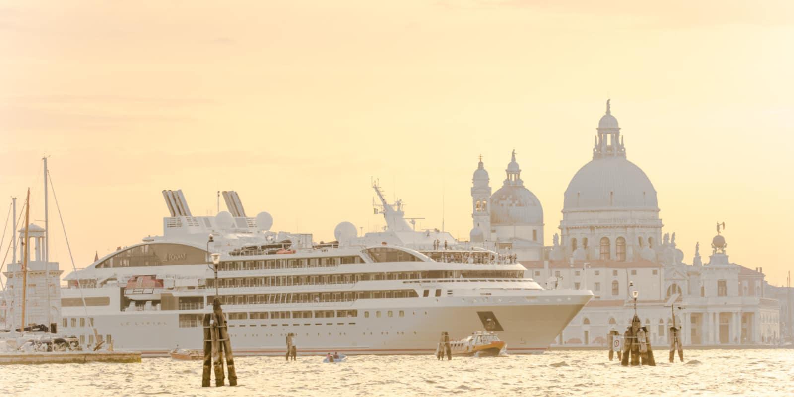 Paquebot en escale à Venise