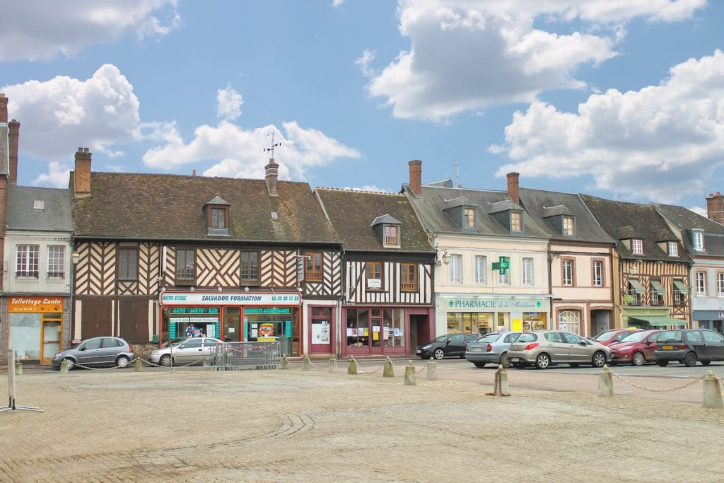Place du marché de Verneil-sur-Avre