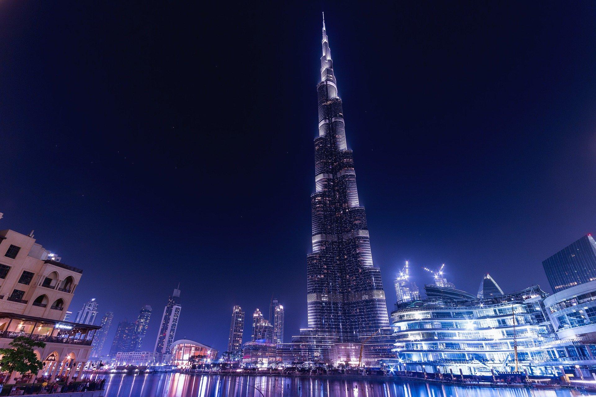 Tour Burj Khalifa de nuit.