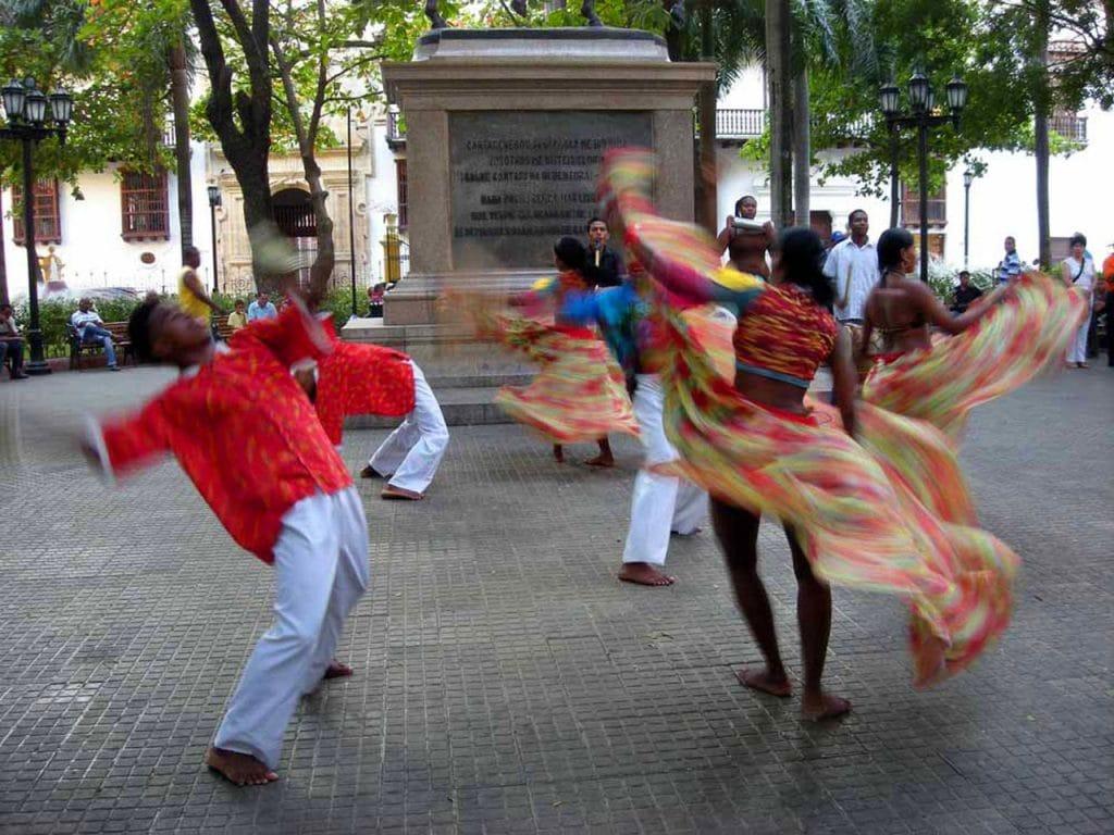 Danseurs sur la Plaza Bolivar de Carthagène