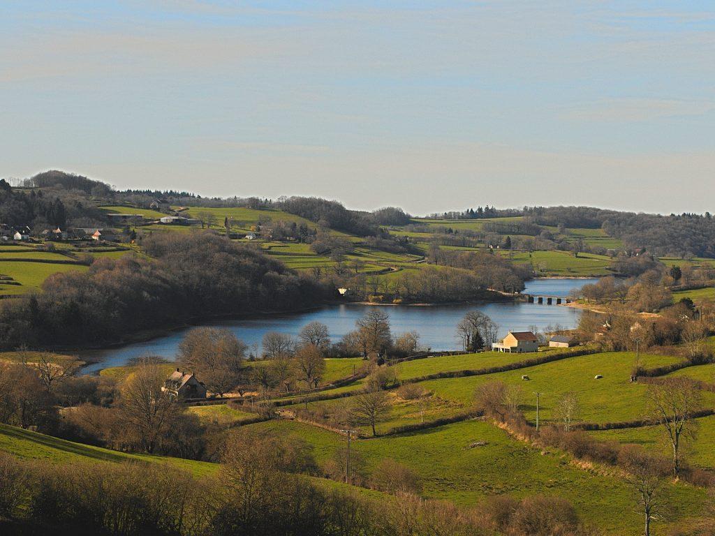 Lac dans le parc naturel du Morvan.