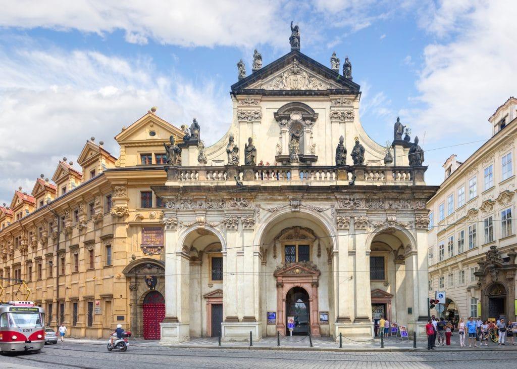 Entrée de la Bibliothèque nationale de Prague